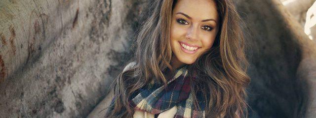 Young Pretty Female Scarf 1280x480 640x240