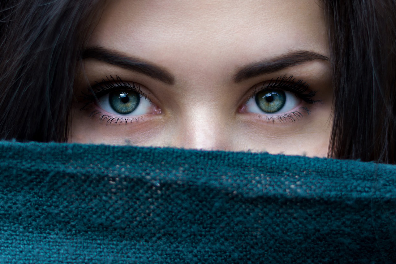 Advert for contacts: close up of woman's green eyes