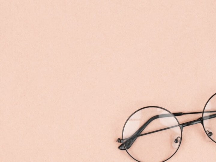 Round-hipster-sunglasses-on-pink-background.-Fashion-accessory-for-women.720x540