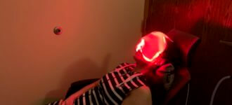 Patient undergoing low level light therapy for dry eye