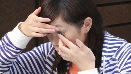 Teen girl putting in contact lens, in Burnsville, MN
