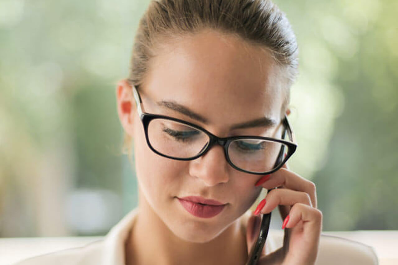woman contact us eye appointment