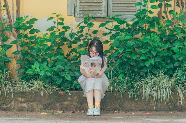 child-daytime-garden-1196338