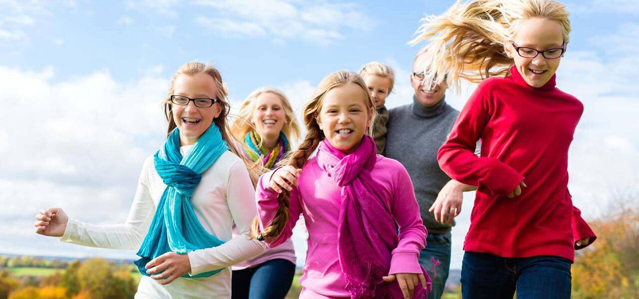 Happy-Family-Running-1280x600-v2