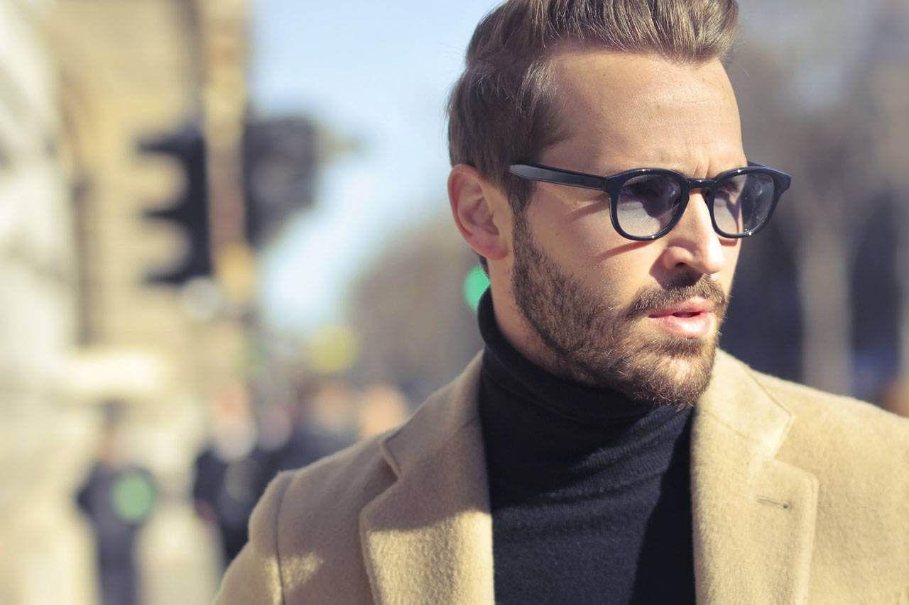 Guy Glasses Serious 1280x853