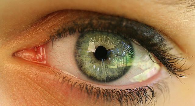 young-women-eye-eye-care-near-me.St_.-Charles-MO-640x350-1