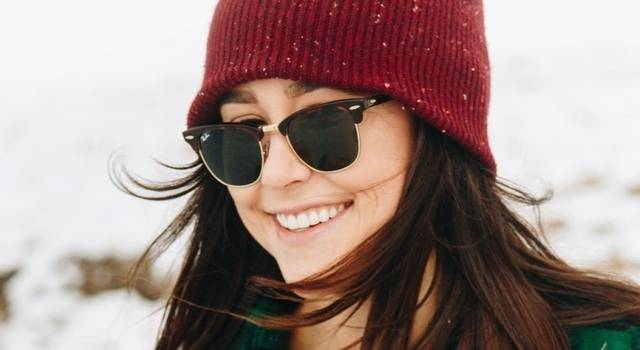 girl-wearing-sunglasses-in-winter-640x350