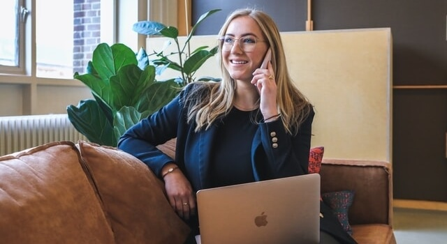business-woman-talking-on-her-phone-640x350-1