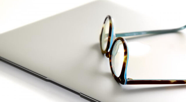 with-i-pad-eyeglasses-near-me.Sacramento-CA-640x350-1