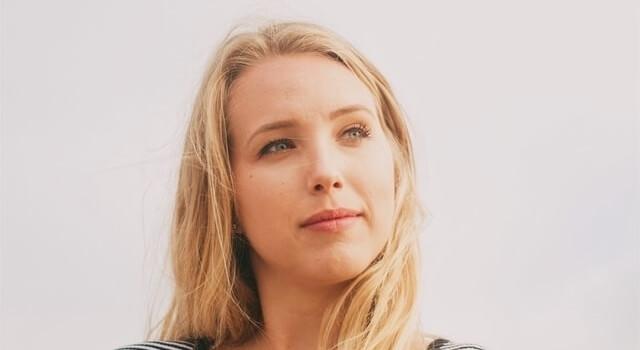 blond woman dry eyes 640×350 1