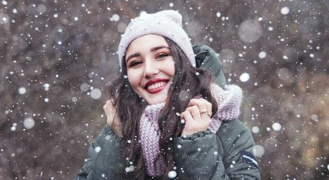 happy girl outside snowing 640