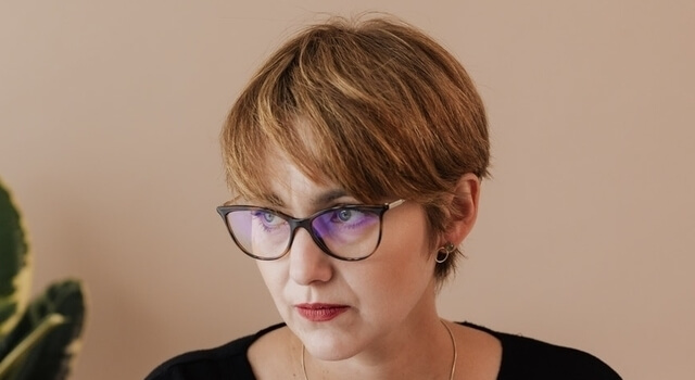 middle aged woman wearing eyeglasses 640
