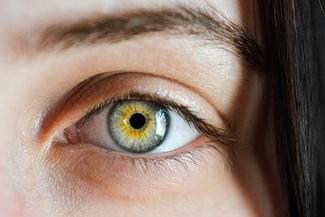 woman eye closeup 325 217