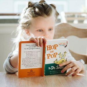 girl reading book_640 1 300x300