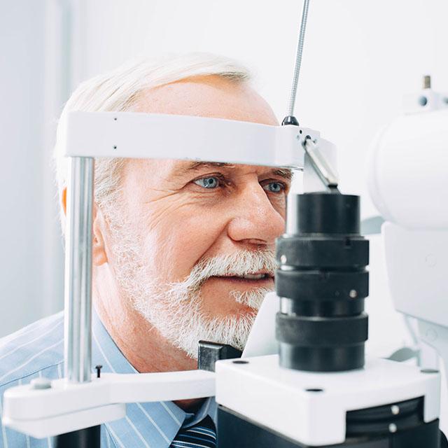 Senior Patient Eye Exam_640