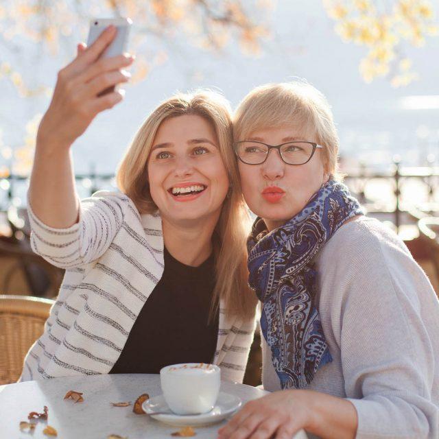 friends selfie_640 640x640