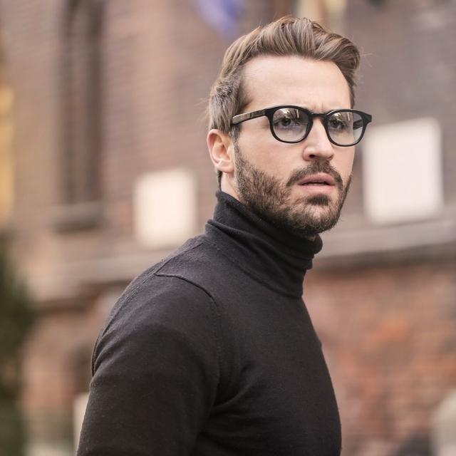 man-wearing-stylish-eyeglasses-640