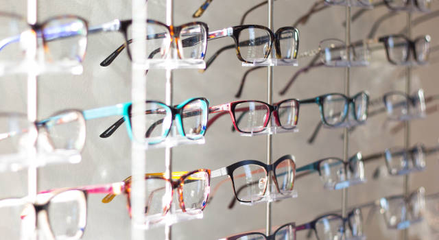 wall-of-eyeglasses-with-your-optician-640x350
