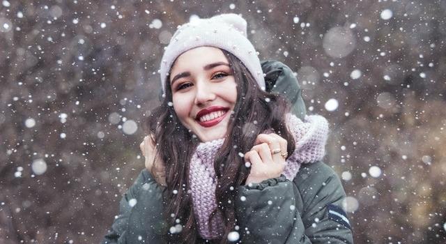 happy girl outside snowing 640.jpg