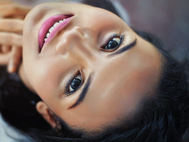 Girl-Smiling-Looking-Up-1280x480-640x480