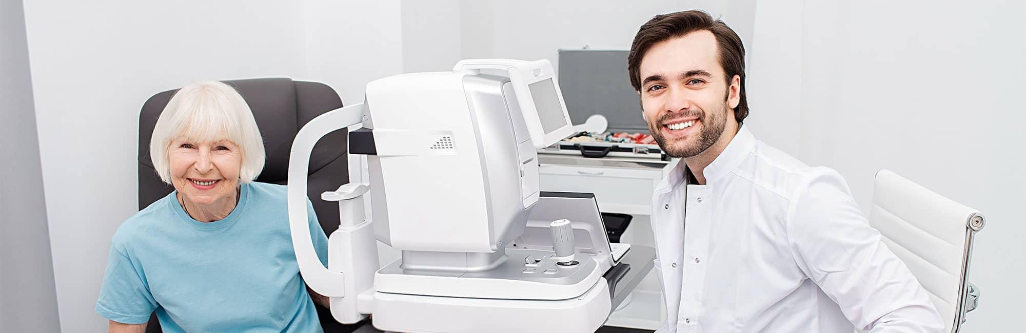 Smiling-Optometrist-low-vision-eye-exam-2000x650-1