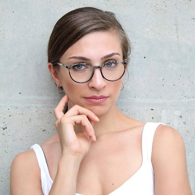 woman glasses neutral 640