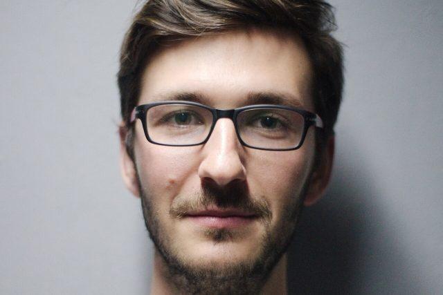 young man glasses portrait_1280x853 640x427