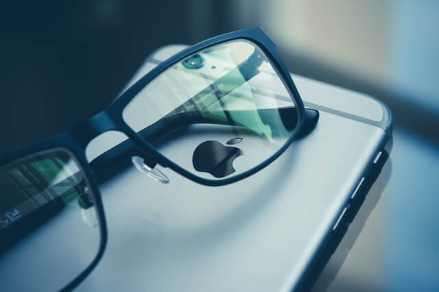 apple-iphone-office-abstract-97852