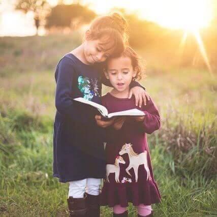 girls-reading-sunshine