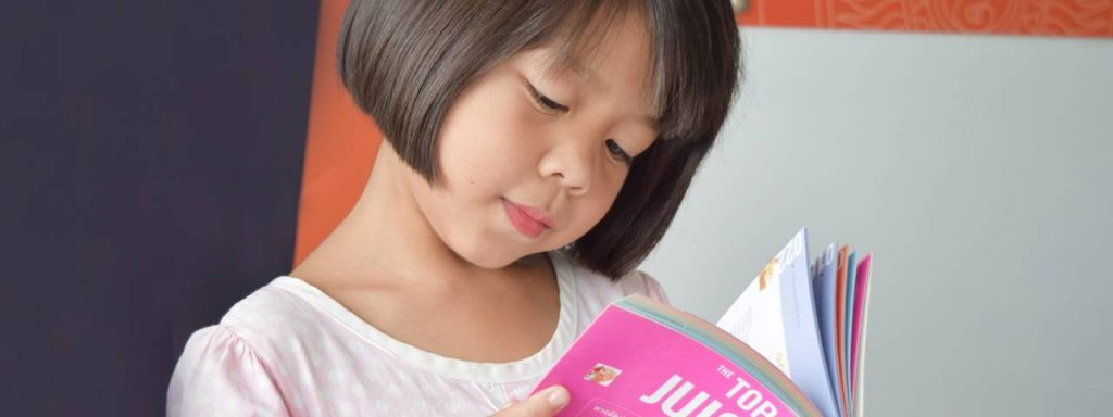 Asian Girl Reading Book 1280×480 1024×384 (1)
