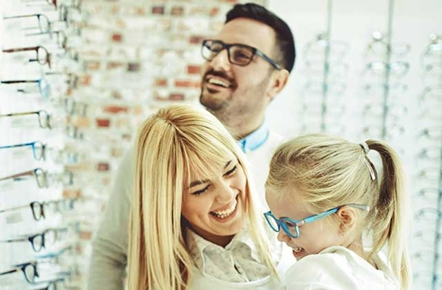 family in optics store_6401