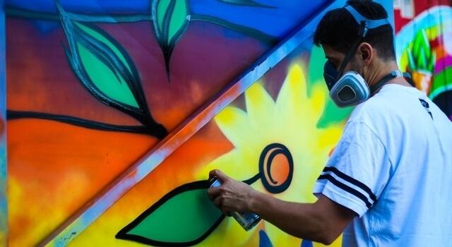 man using paint sprays 640×350 2.jpg