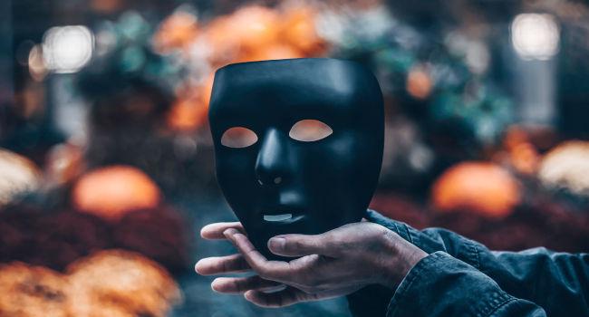 Colored-Contact-Lenses-Troubles-for-Halloween-Newington-Connecticut