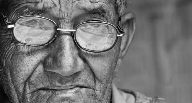 Elderly-Man-Retinal-Detchment-650x350