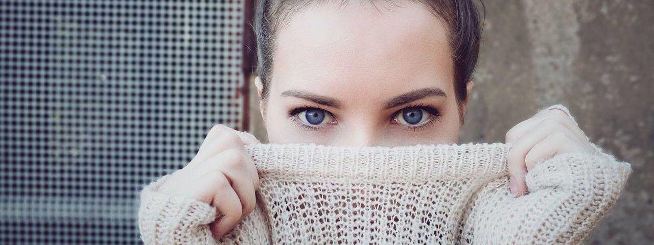 Woman-Blue-Eyes-Sweater-1280x853-1280x480