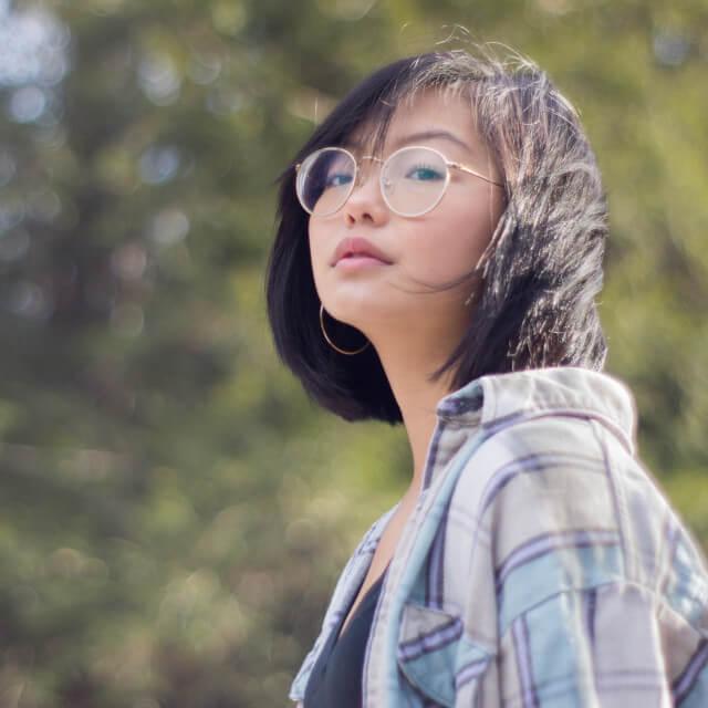 asian-woman-wearing-round-eyeglasses-640