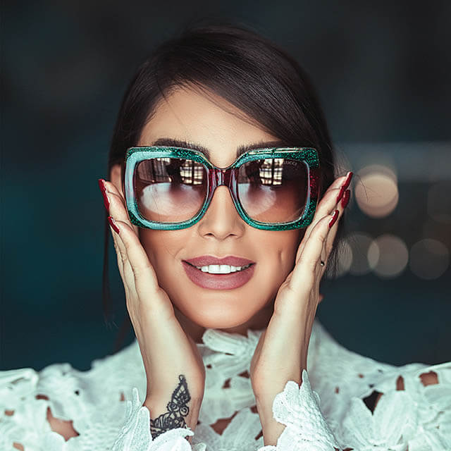 lady wearing sunglasses in Tulsa
