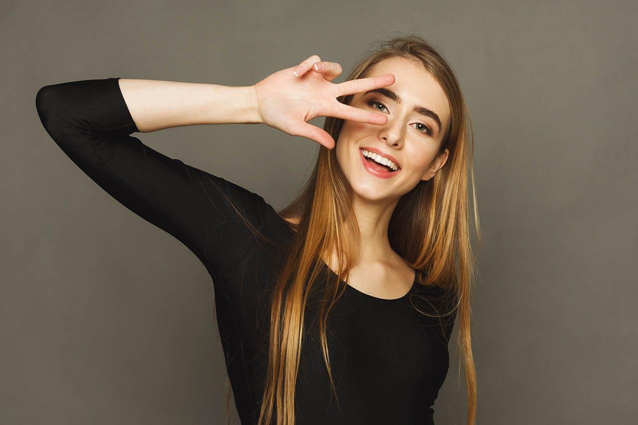 Pretty Cheerful Woman_1280x853