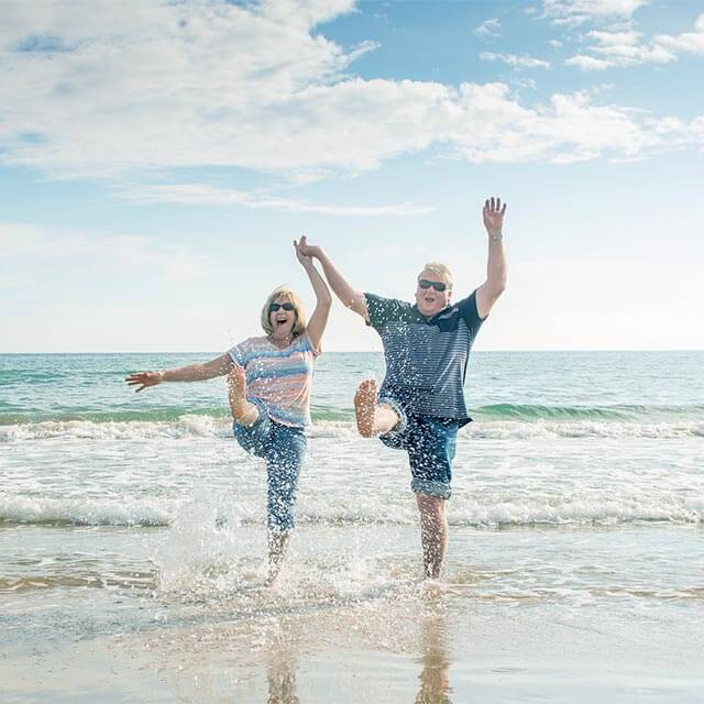 Seniors-In-Love-Beach-Low-Vision