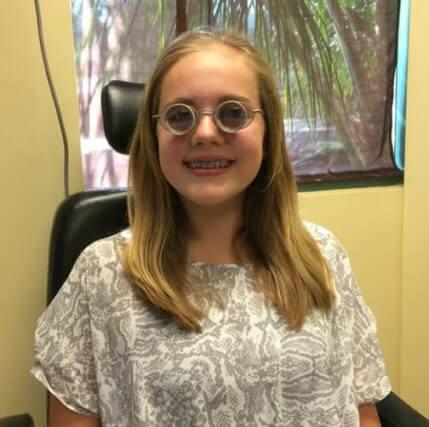 girl-wearing-full-diameter-glasses-500-429x427