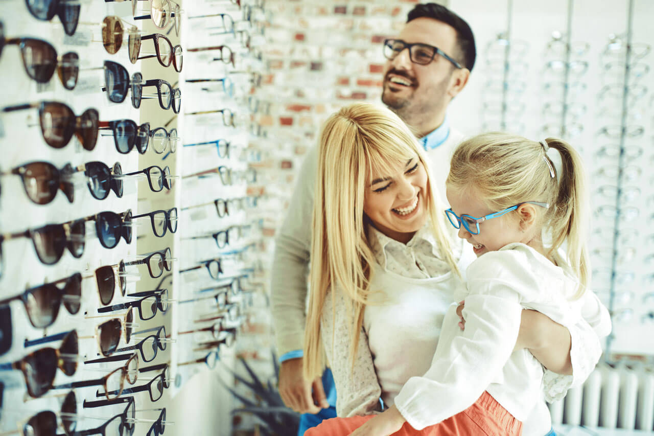 family looking for eyeglasses
