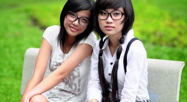 two-girls-wearing-sunglasses-optometrist-near-me.Redondo-Beach-CA-640x350-1