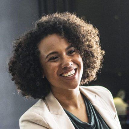 HAPPY BLACK WOMAN SMILING 640PX