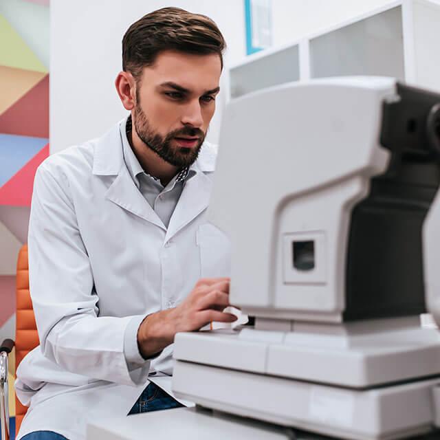Eye doctor using eye care technology