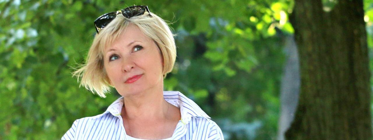 Woman managing ocular disease