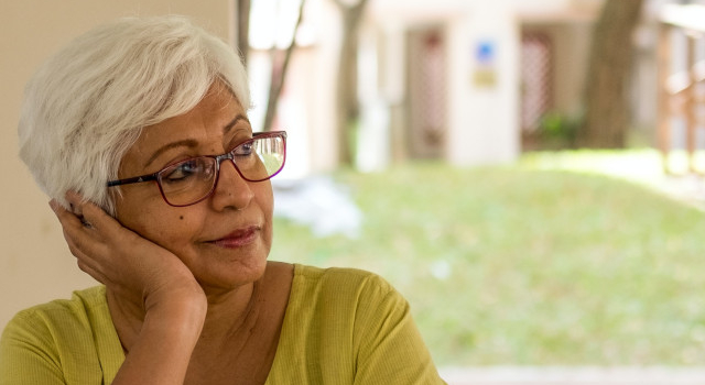 pensive senior woman 640.jpg