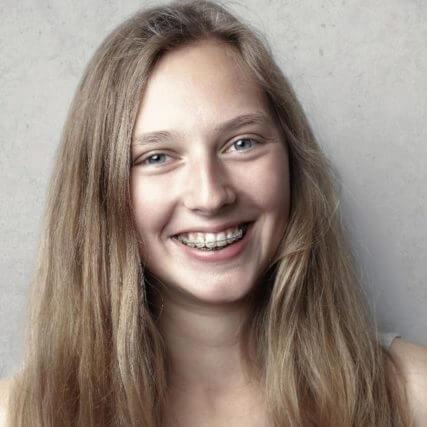 blond girl smiling 640.jpg