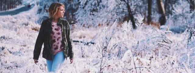 Girl Snowy Field 1280×480