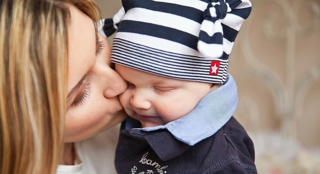 mother and baby 640.jpg