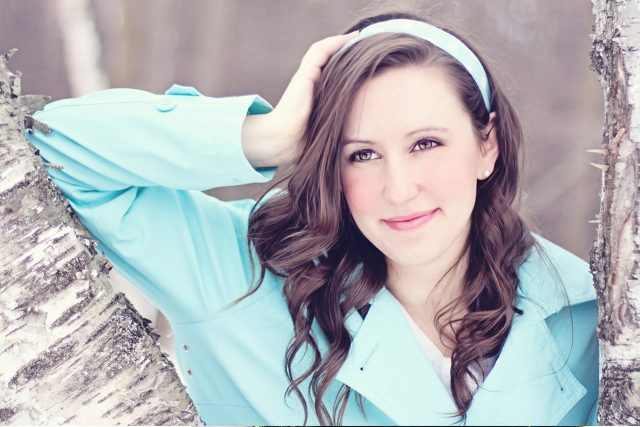 Woman Smiling Blue Jacket 1280x853 640x427
